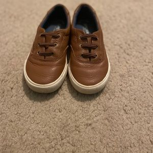 Boys Sperry shoe. Cognac leather with cream bottom